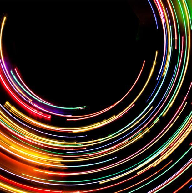 日以继夜,光线呈螺旋形